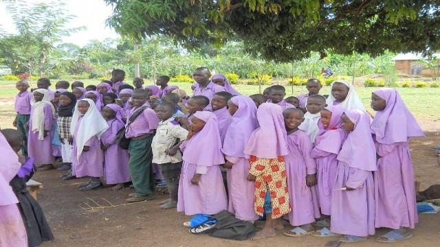 girls uganda_2011_S-017